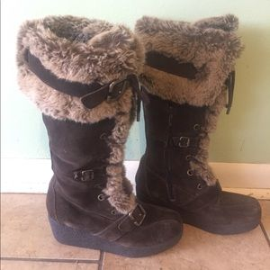 Report 6.5 Brown suede lace up boot faux fur